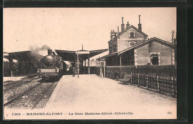AK Maisons-Alfort, La Gare Maisons-Alfort-Alfortville, Bahnhof mit Bahngleisen