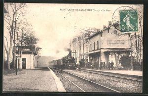 AK Saint-Quentin-Fallavier, la Gare, Bahnhof mit einfahrendem Zug
