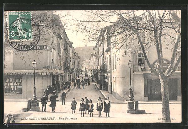 AK Clermont-l'Hérault, Rue Nationale, Strassenpartie im Zentrum