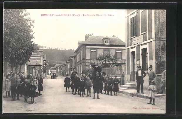 AK Romilly-sur-Andelle, La Grande-Rue et la Poste