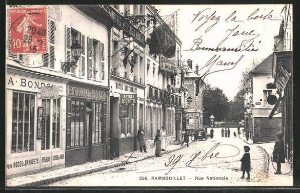 AK Rambouillet, Rue Nationale, Strassenpartie mit Hotel & Restaurant