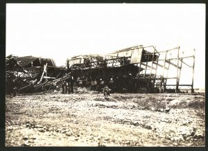 Fotografie 1.WK, Fotograf unbekannt, Ansicht Chauny, Beschuss deutscher Truppen 1917, zerstörte Fabrikanlage