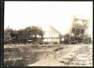 Fotografie 1.WK, Fotograf unbekannt, Ansicht Chauny, Beschuss deutscher Truppen 1917, zerstörte Industrieanlagen