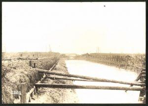 Fotografie 1.WK, Fotograf unbekannt, Ansicht Chauny, Beschuss deutscher Truppen 1917, Canal de St. Quentin