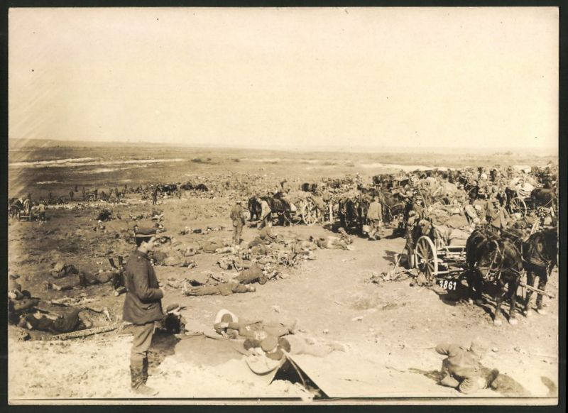 Fotografie 1.WK, Fotograf unbekannt, Ansicht Peronne, Feldlager der deutschen Artillerie am Stadtrand