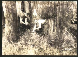 Fotografie 1.WK, Fotograf und Ort unbekannt, deutsche Soldaten waschen sich an einem Fluss