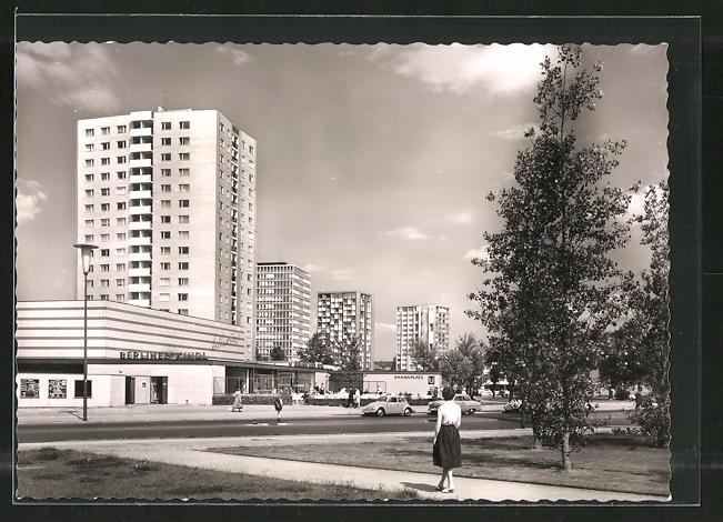 AK Berlin, Hochhäuser im Hansaviertel, U-Bahnstation Hansaplatz