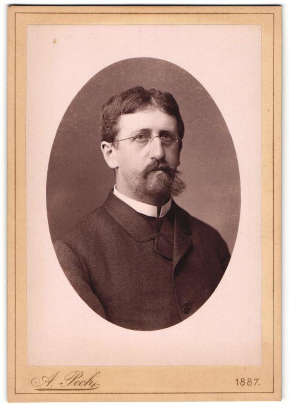 Fotografie A. Pech, Budweis, Portrait bürgerlicher Herr mit Bart und Brille