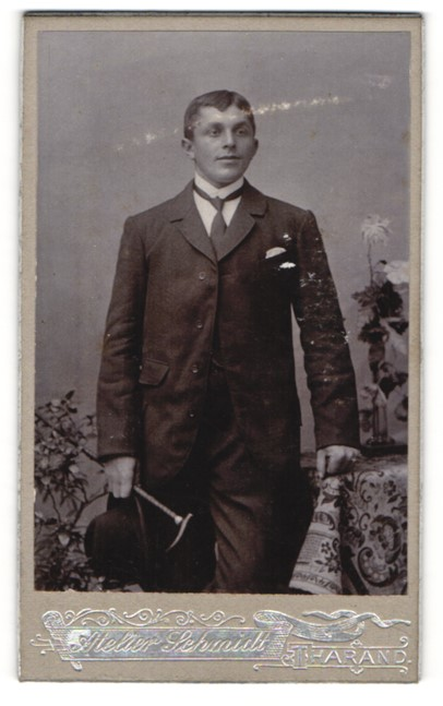 Fotografie Atelier Schmidt, Tharand, Portrait bürgerlicher junger Herr