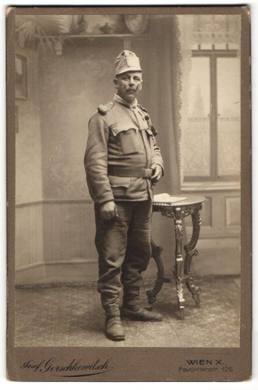 Fotografie Josef Gerskowitsch, Wien, Österr. Soldat in K.u.k. Uniform mit Schützenschnur
