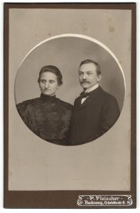 Fotografie P. Fleicher, Backnang, Portrait bürgerliche Eheleute