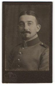 Fotografie Hermann Tietz, München, Portrait Unteroffizier in Uniform
