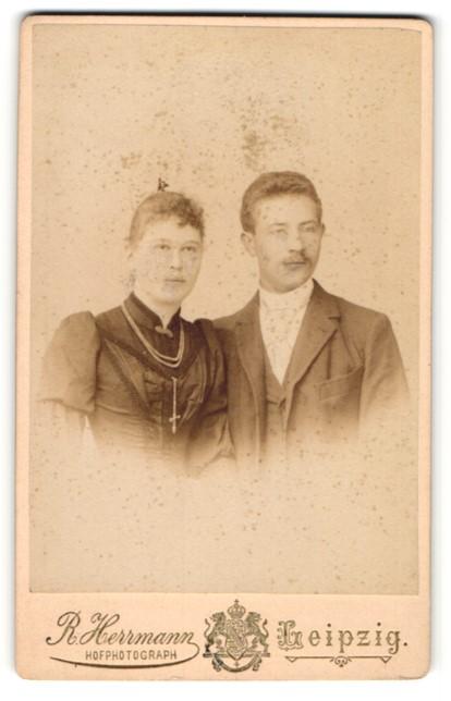 Fotografie R. Herrmann, Leipzig, Portrait junges Paar