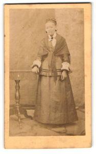 Fotografie unbekannter Fotograf und Ort, Portrait bürgerliche Dame