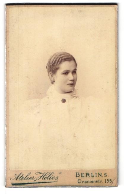Fotografie Atelier Helios, Berlin-S, Portrait elegante junge Dame