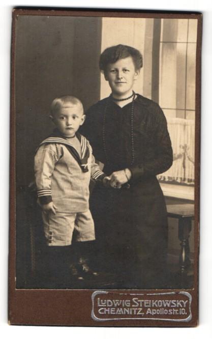 Fotografie Ludwig Steikowsky, Chemnitz, Portrait Mutter und Sohn