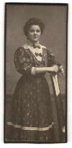 Fotografie unbekannter Fotograf und Ort, Portrait bürgerliche junge Dame