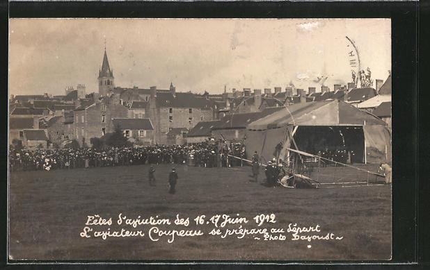 AK Pre-en-Pail, Fetes d'Aviation 1912, l'Aviateur Coupeau, Doppeldecker-Flugzeug auf der Startbahn