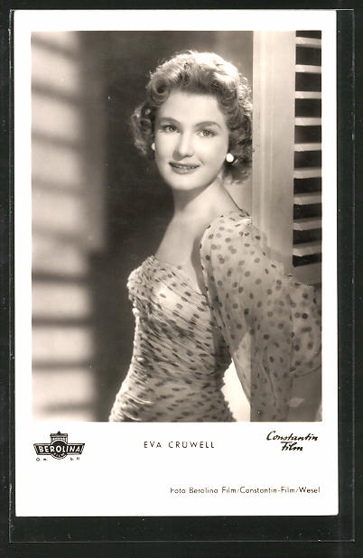 Ak Schauspielerin Eva Crüwell An Tür Stehend Porträtiert Nr 7433360