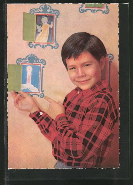 AK Schauspieler Oliver Grimm im Hemd posierend