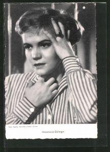 AK Schauspielerin Annemarie Düringer in Bluse posierend