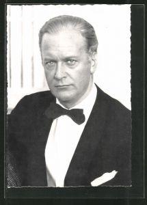 AK Schauspieler Curd Jürgens in Kamera blickend