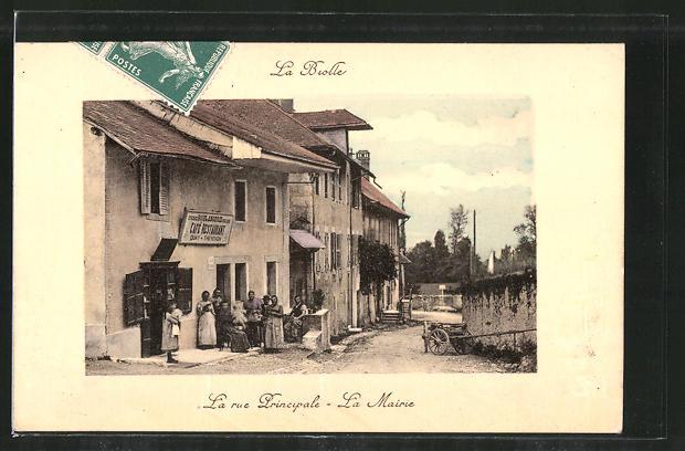 AK La-Biolle, la rue principale, la mairie, café-restaurant