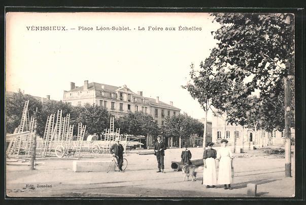 AK Venissieux, Place Leon-Sublet, La Foire aux Echelles