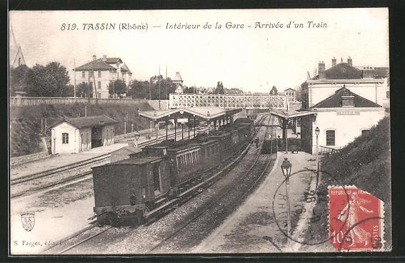 AK Tassin, Interieur de la Gare, Arrivée d'un Train, Bahnhof