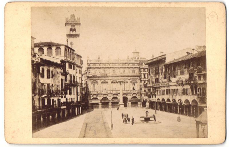 Fotografie unbekannter Fotograf, Ansicht Verona, Piazza delle..., Partie im Ort