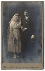 Fotografie Max Seifert, Freiberg i/S, Portrait Braut und Bräutigam
