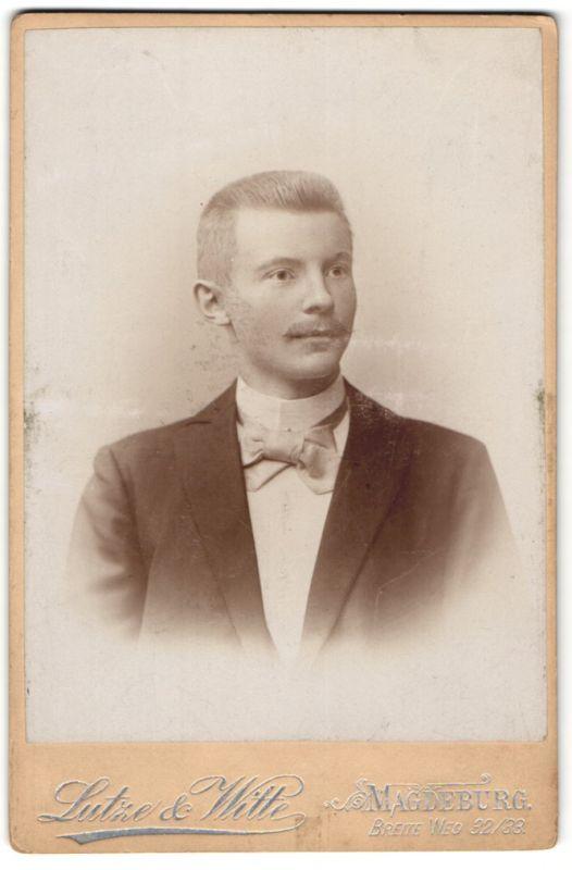Fotografie Lutze Witte Magdeburg Portrait Junger Mann Mit Kurzhaarfrisur