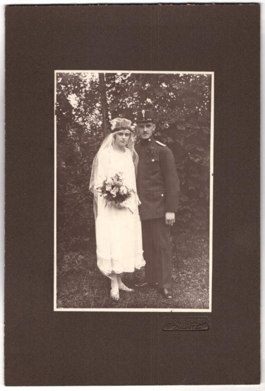 Fotografie 1.WK, Hugo Weissgärber, Zwönitz, Kriegstrauung, österr. Soldat in K.u.k. Uniform nebst Hochzeitsbraut