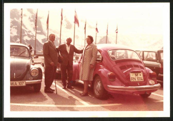 Fotografie Auto VW Käfer, Volkswagen PKW's auf einem Parkplatz