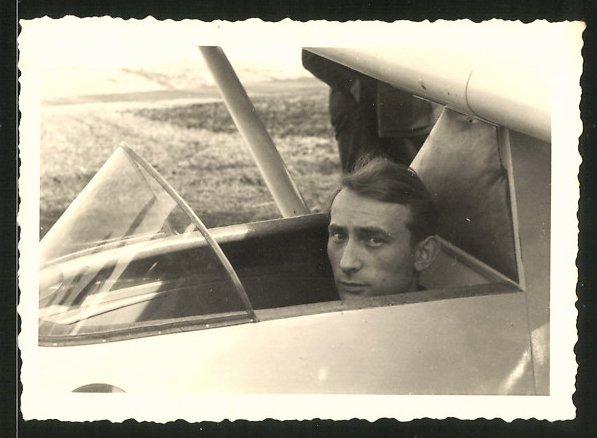 Fotografie Segelflug, Pilot im Segelflugzeug vor dem Start