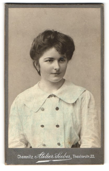 Fotografie Atelier Seeber, Chemnitz, Portrait Fräulein mit dunklem Haar