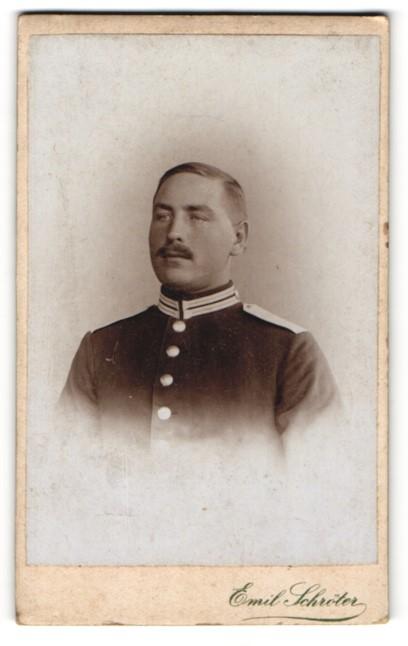 Fotografie Emil Schröter, Berlin-W, Portrait schneidiger Soldat in Uniform