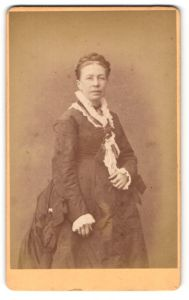 Fotografie unbekannter Ort und Fotograf, Portrait bürgerliche Dame