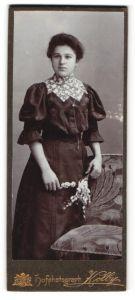 Fotografie Kolby, unbekannter Ort, Portrait bürgerliche junge Dame