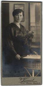 Fotografie W. Kornet, Bautzen, Portrait bürgerliche junge Dame