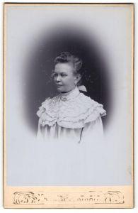 Fotografie unbekannter Fotograf und Ort, Portrait ältere bürgerliche Dame