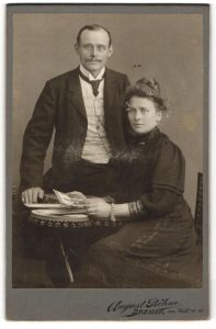 Fotografie August Böhne, Bremen, Portrait junges bürgerliches Paar