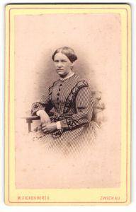 Fotografie M. Fickenwirth, Zwickau, Portrait bürgerliche junge Dame