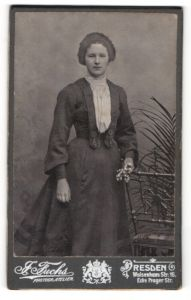 Fotografie J. Fuchs, Dresden, Portrait bürgerliche junge Dame