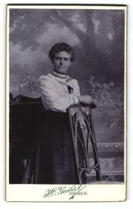 Fotografie I. O. Geilert, Döbeln, Portrait bürgerliche junge Dame