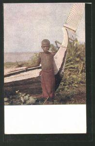 AK Afrikanischer Junge an einem Fischerboot
