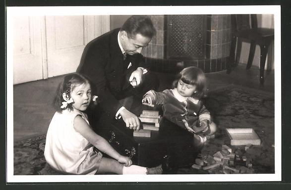 AK Bundeskanzler Dollfuss spielt mit seinen Kindern
