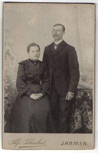 Fotografie Alfr. Schreiber, Jarmen, Portrait junges bürgerliches Paar