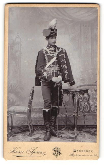 Fotografie Heinr. Spar, Wandsbek, Portrait Husar in Uniform