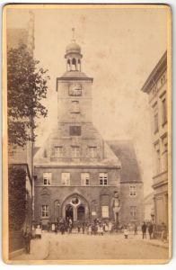 Fotografie Sophus Williams, Berlin, Ansicht Brandenburg a/H, Neustadt, Rathaus mit Roland